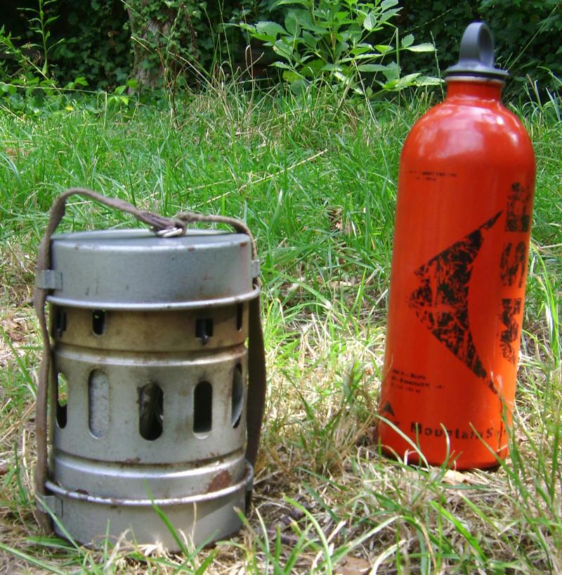 Benzinkocher verpackt und Sicherheits - Benzinflasche für Campingkocher