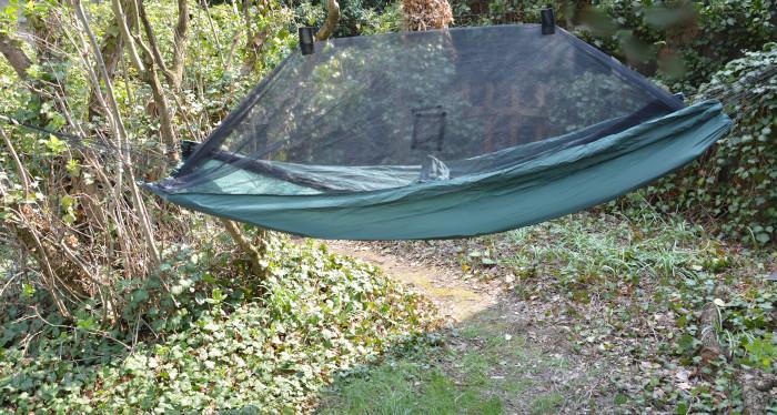 Hängematte mit Moskito-Netz gegen Mücken - Plage im Wald und Sumpfregionen