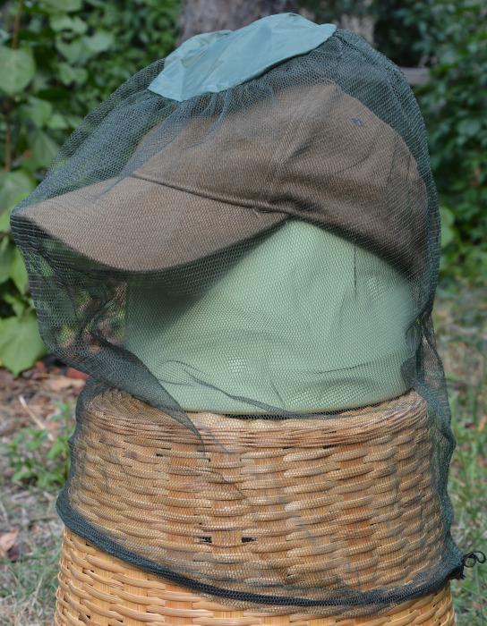 Kopfschutz-Gaze gegen Mücken